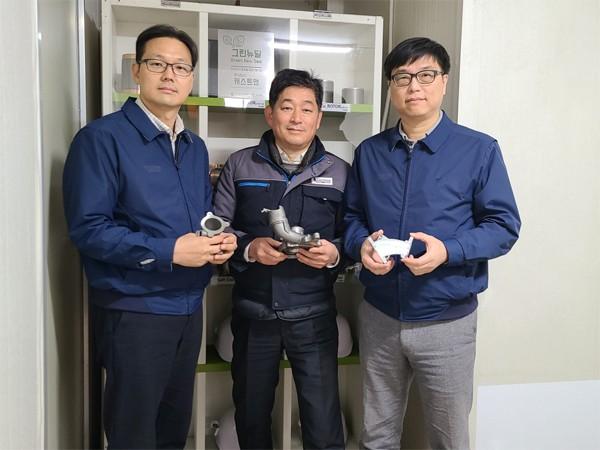 사진설명현대차 이지용(왼쪽)·이철웅 책임연구원, 캐스트맨 홍기원 연구소장(가운데).